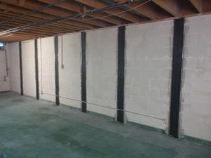 Réparation éprouvée pour l'inclinaison, murs de sous-sol fissurés